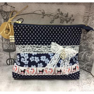 Косметичка на молнии с внутренним карманом «Парижанка»
